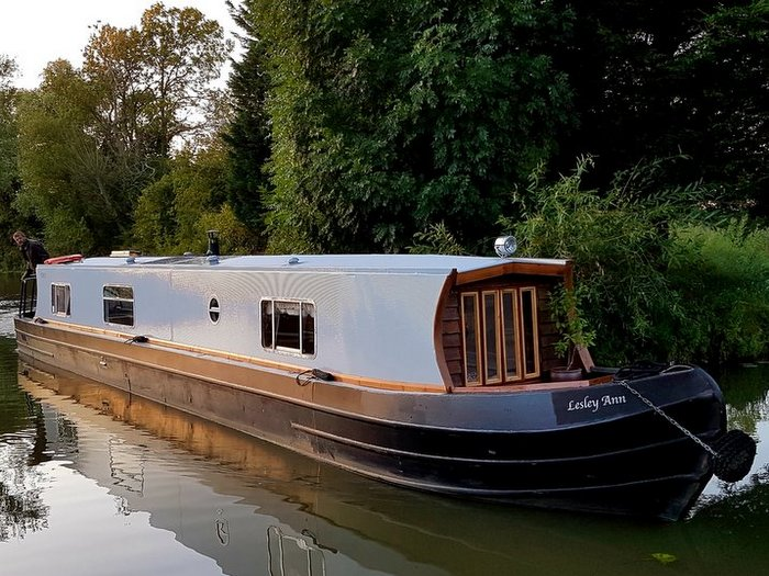 Boutique Narrowboat Lesley Ann luxury canal boat hire