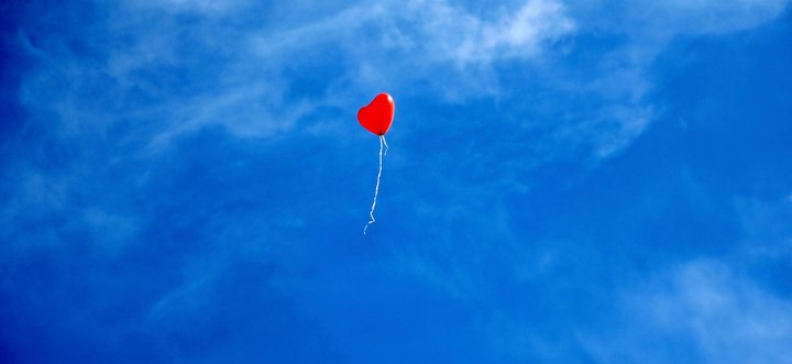 cloud-sky-balloon-fly-love-romantic weekend getaway retreat gay travel narrowboat