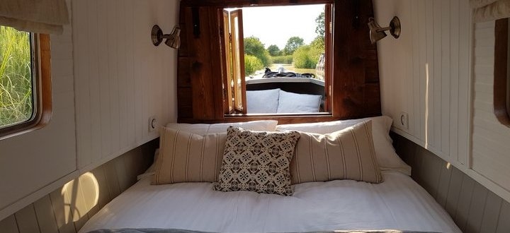 spring and summer breaks on a boutique narrowboat in leicestershire