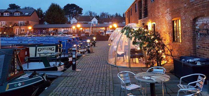 Union Wharf Narrowboats Market Harborough and The Waterfront restaurant and bar