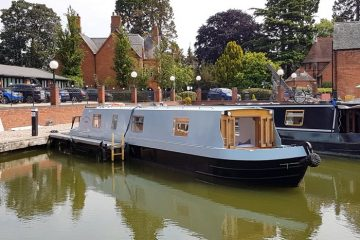 Boutique narrowboat Chalkhill Blue exterior 1