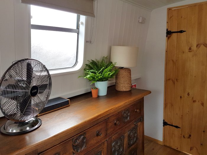 Boutique narrowboat Chalkhill Blue interior 2