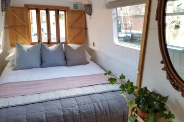 Boutique Narrowboat Chalkhill Blue's bedroom