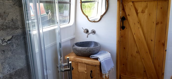 Luxury bathroom in our Boutique narrowboat at union wharf