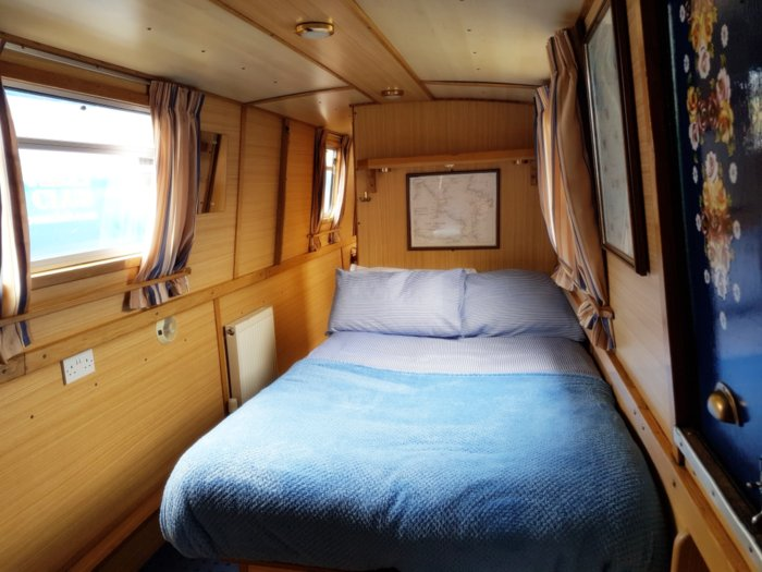 bed in a narrowboat at market harborough to hire