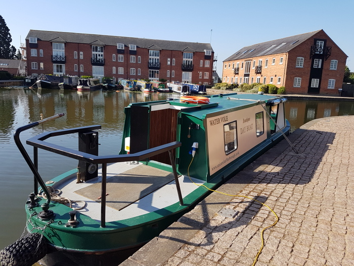 Water Vole electric day boat hire gift